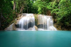 schöner Wasserfall foto