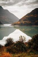 in einem See reflektieren