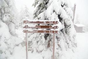 Reisehinweis mit Schnee bedeckt.