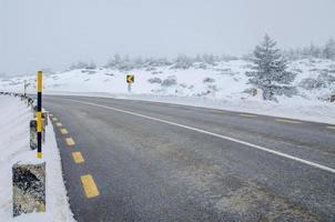 schneebedeckte Straße foto