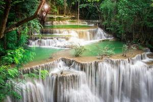 Thailand Wasserfall in Kanchanaburi (Huay Mae Kamin) foto