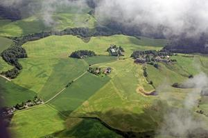Luftbild über der kleinen Stadt