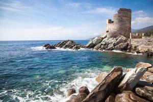 genuesischer Wachturm auf Korsika foto