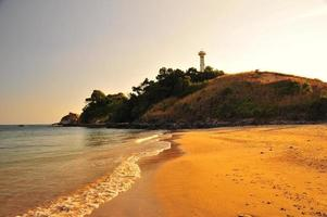 Leuchtturm an der Küste der Insel foto