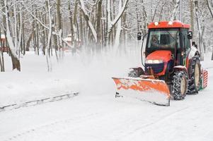 Winter Schneeräumung ein kleiner Traktor