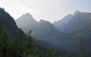 hohe tatras - lomnicky und prostedny hrot spitzen foto