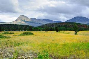 stürmischer Himmel über Gletschernationalpark im Sommer