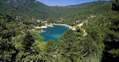 türkisfarbener See in Griechenland foto