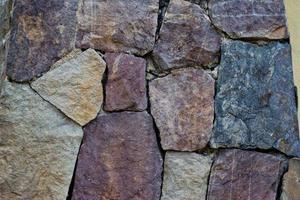 elegante Steinmauer aus kleinen quadratischen Teilen foto