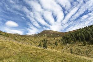 Wandern in den norditalienischen Bergen foto