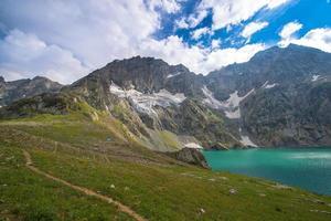 Wandern in der Nähe von Gadsar See foto