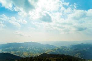schöne Wiesen auf Bergen foto