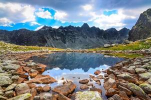 malerische Ansicht eines Bergsees in der hohen Tatra, Slowakei foto