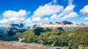 Panoramablick auf die Gruppen Sella und Langkofel, Dolomiten