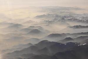 Blick auf die Berge der Alpen foto