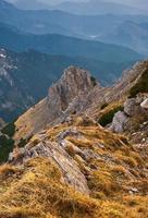 Blick auf die hohen Berge. foto