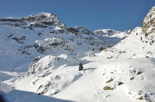 Schnee in Pyrenäen foto