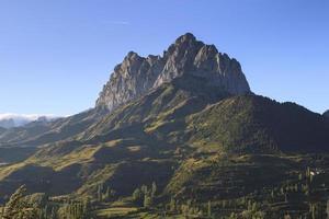 einsamer felsiger Berg