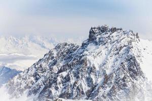 Gipfel des Berges und der Wolke