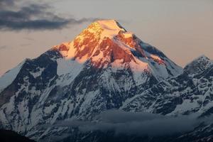 Abendansicht des Berges Dhaulagiri - Nepal foto