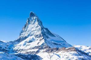 Blick auf Matterhorn an einem klaren sonnigen Tag foto