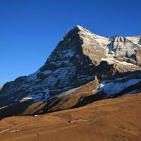 Eiger Nordwand und Zug foto