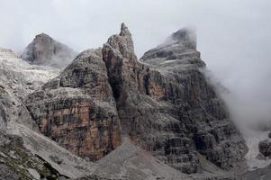 geheimnisvolle wilde Berge foto