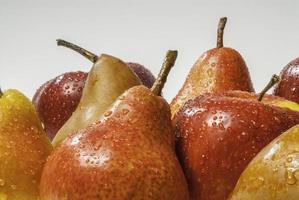 Satz nasse Äpfel und nasse Birnen foto