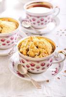 Cupcakes mit Beerenkrümel foto