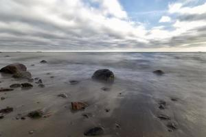 Stein im Meer foto