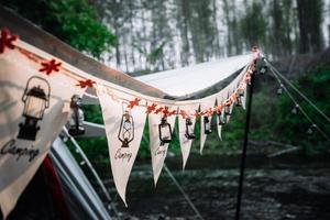 Flaggendekoration für Camping im Freien