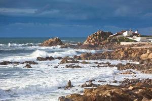 Westliche Küste des portugiesischen Ozeans in der Nähe von Porto