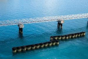Pier und Barrieren