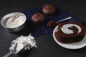 Schokoladenkuchen und Kekse