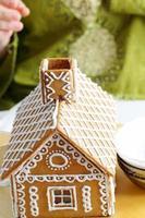 Herstellung von Lebkuchenhaus foto