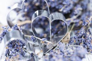 Lavendel und Herzformen foto