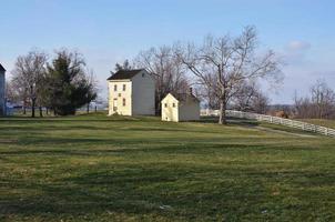 Zwei Häuser auf einem Hügel, Shakertown