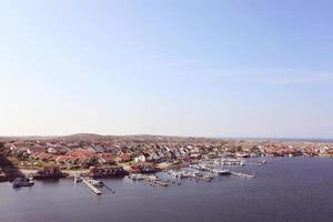Landschaft von Häusern und Booten