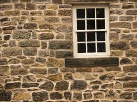 grafische Wand und Fenster