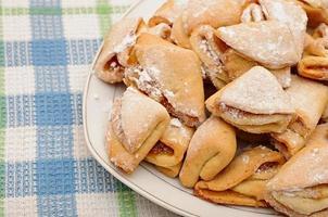 hausgemachte Hüttenkäsekekse mit Apfelmarmelade