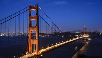 Golden Gate Bridge in der Nacht