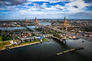 die Bhumibol-Brücke foto