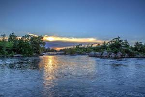 Abenddämmerung an den Wasserfällen foto