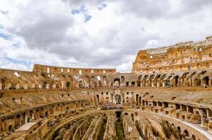 Kolosseum das bekannteste und bemerkenswerteste Wahrzeichen von Rom an foto