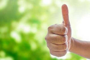 Hand zeigt Daumen hoch Zeichen