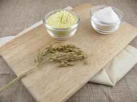 glutenfreies Reis- und Maismehl foto