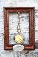 Rahmen und Vintage Taschenuhr foto