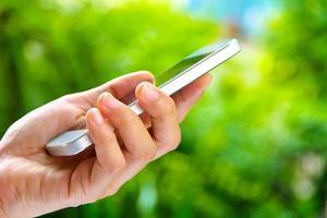Frau mit einem Smartphone foto