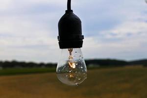 Glühbirne im Freien foto
