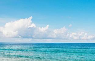 Wolkenhimmel und Meer